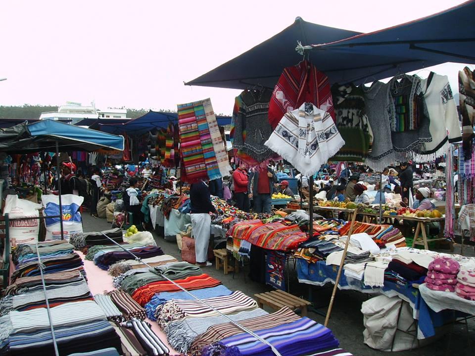 Ecuador Explorer La Ciudad De Otavalo Imbabura Mercado De Otavalo